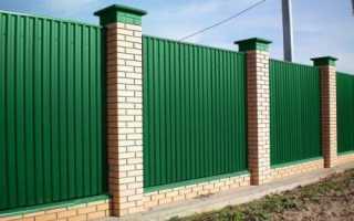 Как сделать забор из кирпичных столбов на решетчатом фундаменте?