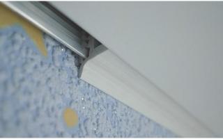 Потолочный плинтус под ПВХ панели: как исправить?